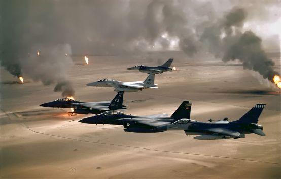 1280px-USAF_F-16A_F-15C_F-15E_Desert_Storm_edit2
