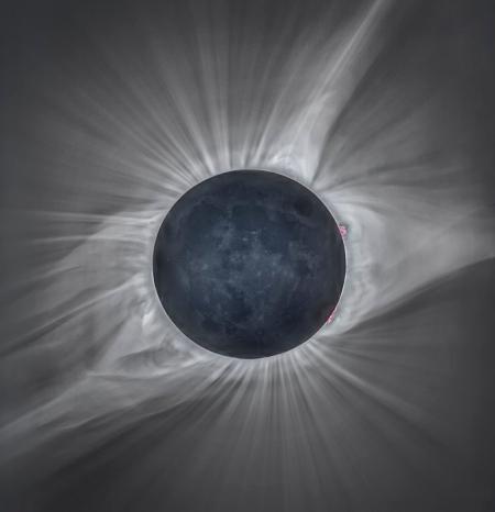 1024px-Total_Solar_Eclipse_8-21-17 (1)